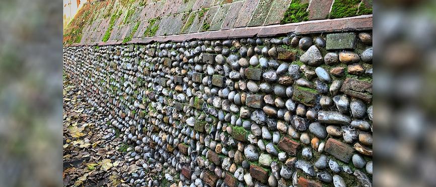 Crown Score - historic wall