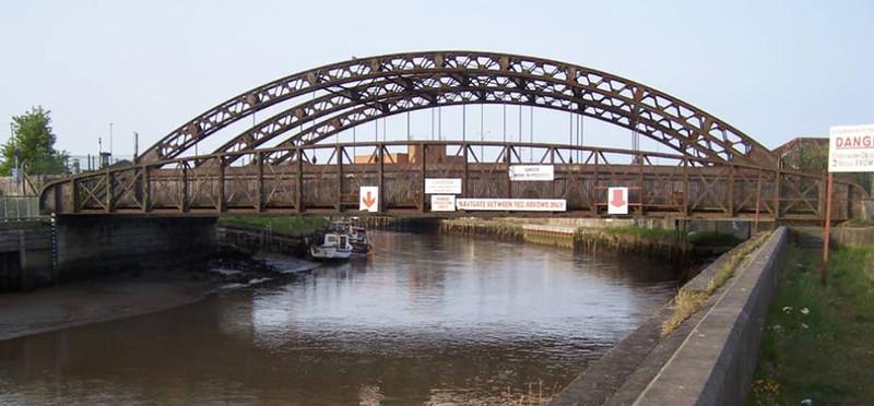 Vauxhall Bridge in 2010, before restoration, B. Heriz