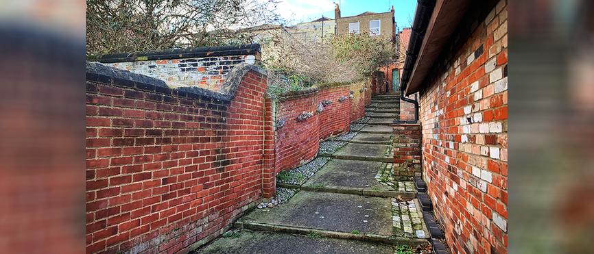 Maltster's Score - crinkle-crankle wall
