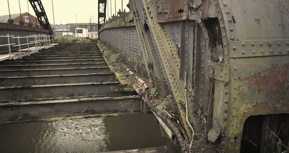 Decayed metalwork on Vauxhall Bridge, Derek Jackson