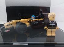 Vitrine BriquesaBoX avec fond Noir et gravure personnalisée Renault F1 Team R.S.17