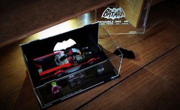 Vitrine BriquesaBoX serie limitée 20 exemplaires Batmobile Classic 1966 LEGO® Batman 76188