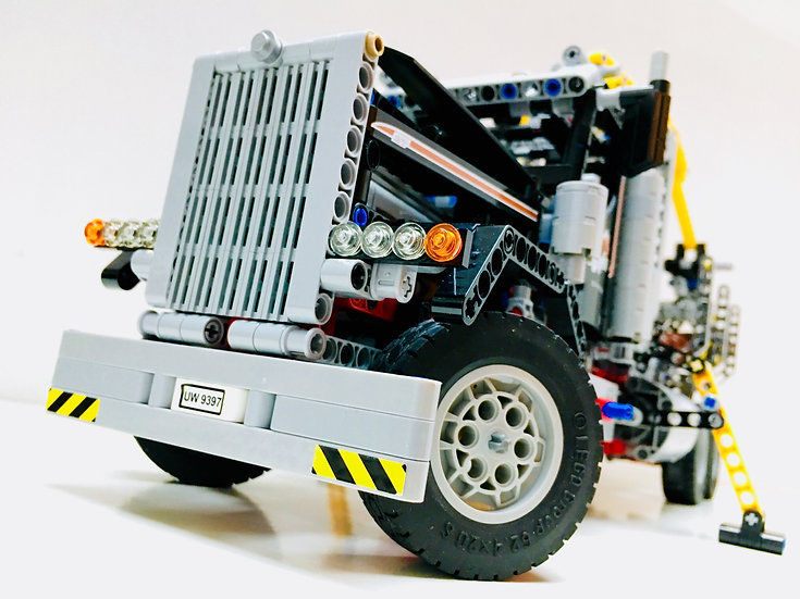 LEGO® 9397 Le Camion Grue en Forêt