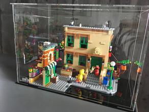 Vitrine BriquesaBoX LEGO® Sesame Street avec gravure personnalisée du Set et Gravure XL
