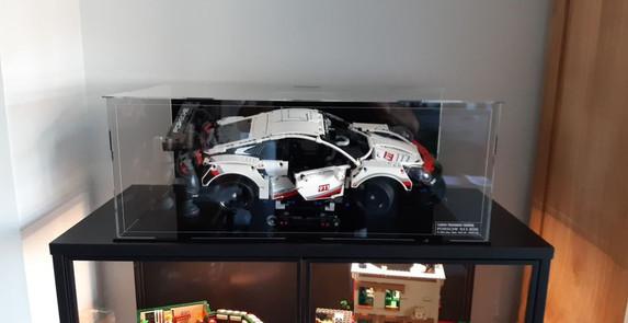 Vitrine BriquesaBoX Taille XXL pour Porsche 911 RSR avec options Fond noir et toutes gravures