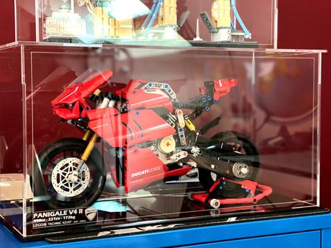 Vitrine BriquesaBoX LEGO® Technic 42107 Ducati Panigale V4R avec gravure du Set