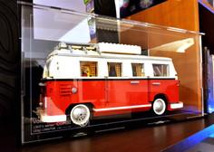Vitrine BriquesaBoX LEGO® CREATOR Volkswagen Combi T1 10220 avec fond Noir et gravure de l'identité du Set