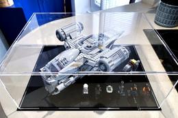 Vitrine BriquesaBox pour LEGO® STAR WARS The Razor Crest (The Mandalorian Bounty Hunter Transport) 75292