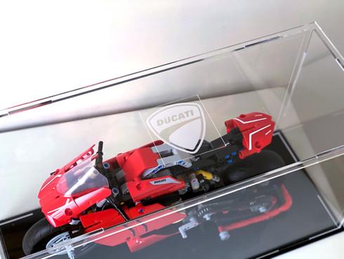 Vitrine BriquesaBoX LEGO® Technic 42107 Ducati Panigale V4R avec gravure XL capot superieur