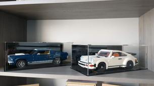 Vitrine BriquesaBoX TAILLE STANDARDLEGO® Porsche 911 & Mustang avec gravure personnalisée du Set et Fond Noir