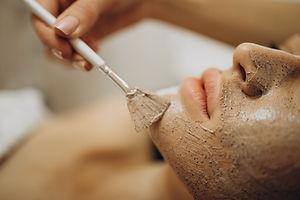 woman-visiting-cosmetologist-making-reju