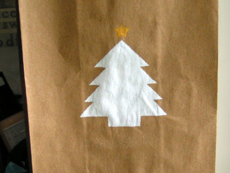 Silk Screened Paper Gift Bags {Simply Screen Silk Screen by Plaid}
