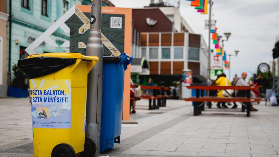 Közösségi hulladékgyűjtés a Veszprémi Utcazene Fesztiválon - fotó: Kovács Bálint / Bálint Kovács Photography