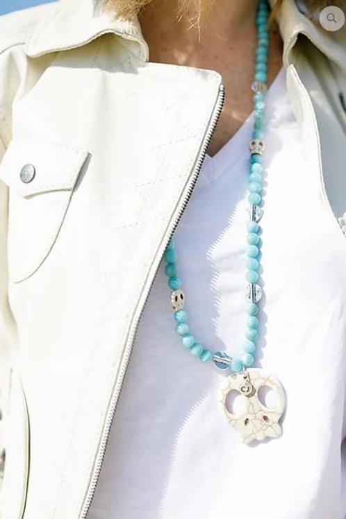 Collar en azul agua con figura de howlite de Coris Julis