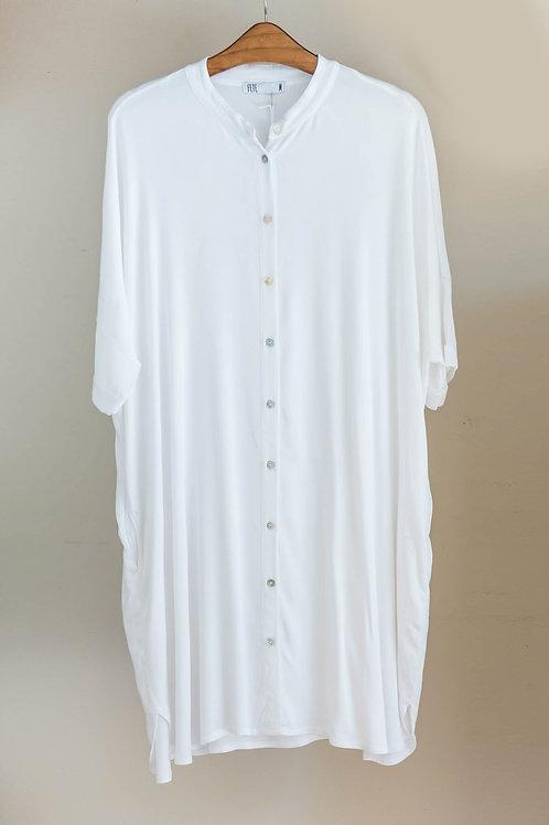 Vestido camisola manga corta, cuello de mao y botonera central de nácar de Fete