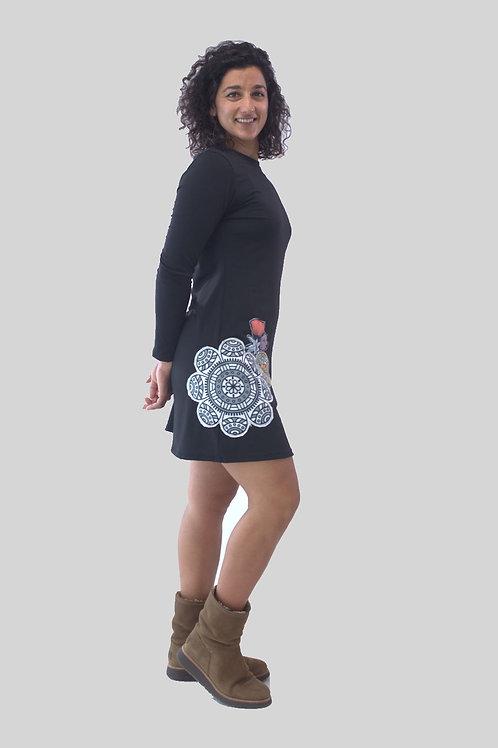 Vestido corto patchwork en color negro.