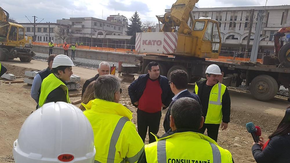 Răzvan Cuc, în vizită pe șantierele de modernizare a infrastructurii feroviare și rutiere din zona noastră