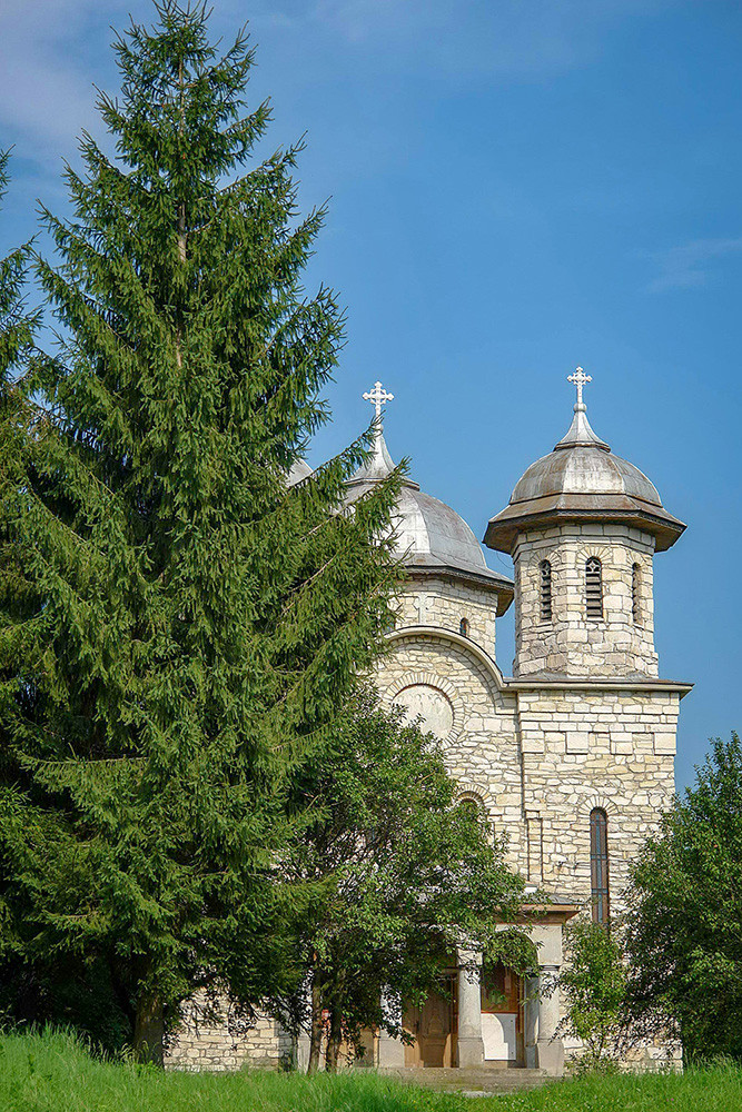 Biserica de marmura din Alun (2).jpg