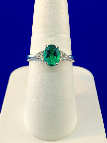 18kt. white gold natural green tourmaline with diamond ring