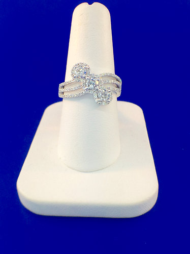14kt. white gold diamond fashion ring