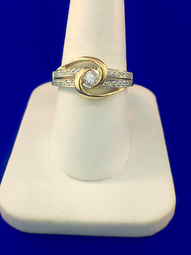 14kt. white and yellow gold diamond ring