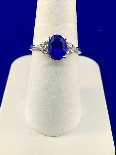 18kt white gold natural tanzanite and diamond ring