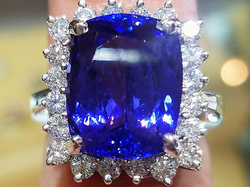 14k white gold tanzanite& Diamond Ring