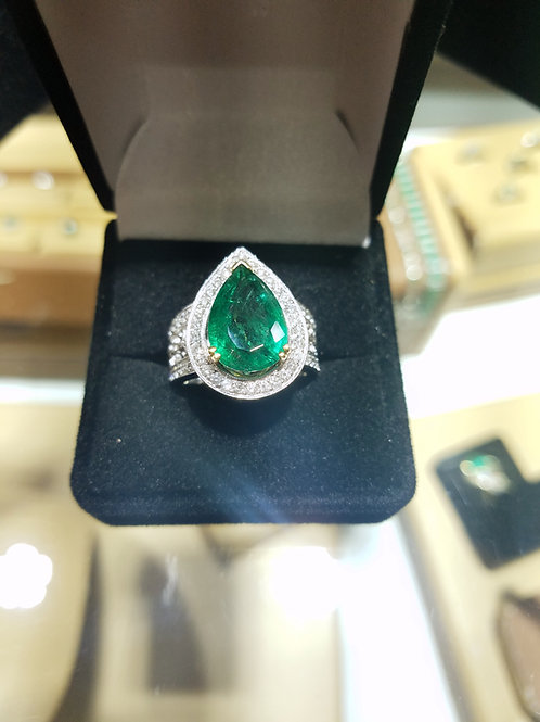 Pear shape Emerald & Diamond ring