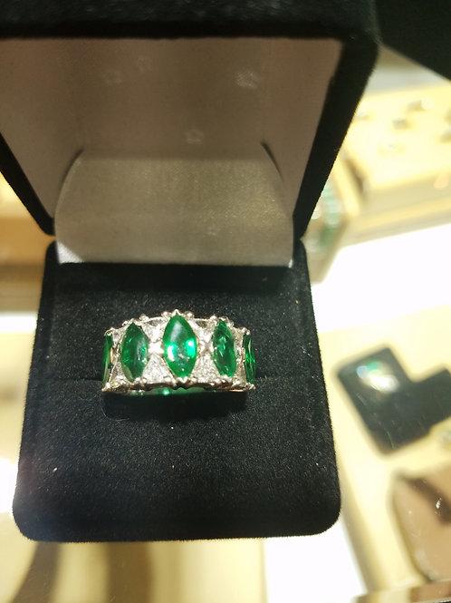 Natural emerald band