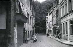 Rue de l Amitié vers le jardin de l'hôtel de ville