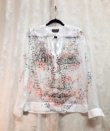 The white and spotted mind blouse