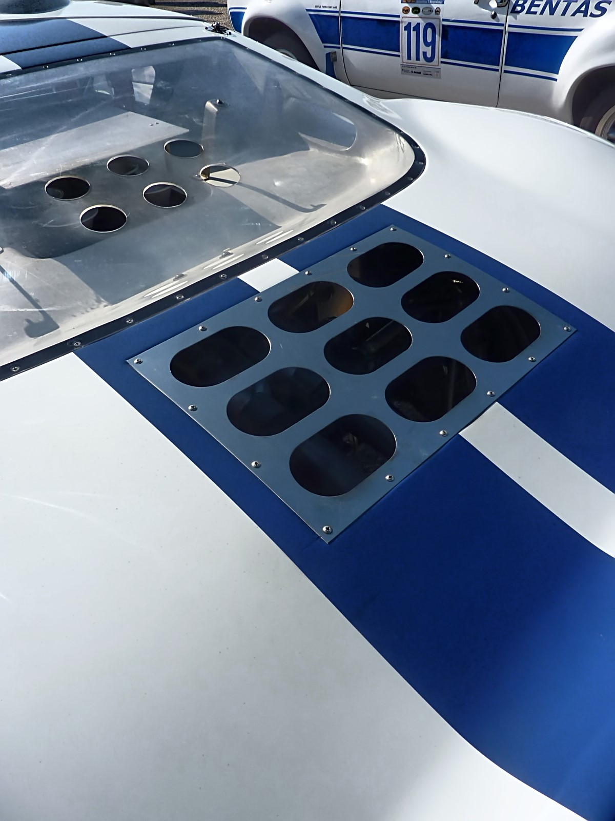 1967 Ford GT40 (17).jpg