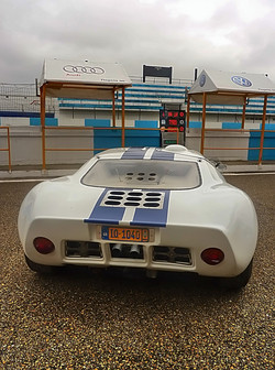 1967 Ford GT40 (1).jpg