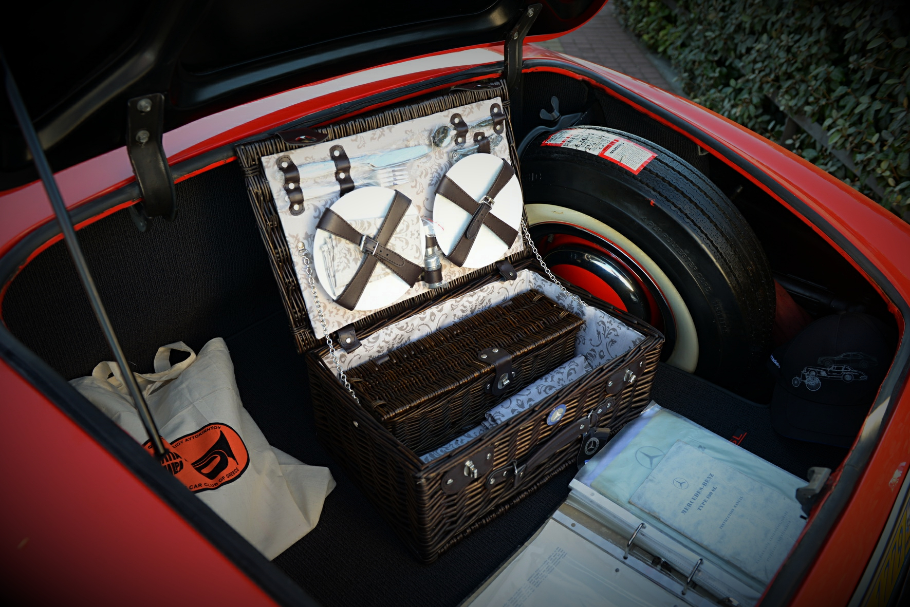 Mercedes Benz pic-nic basket