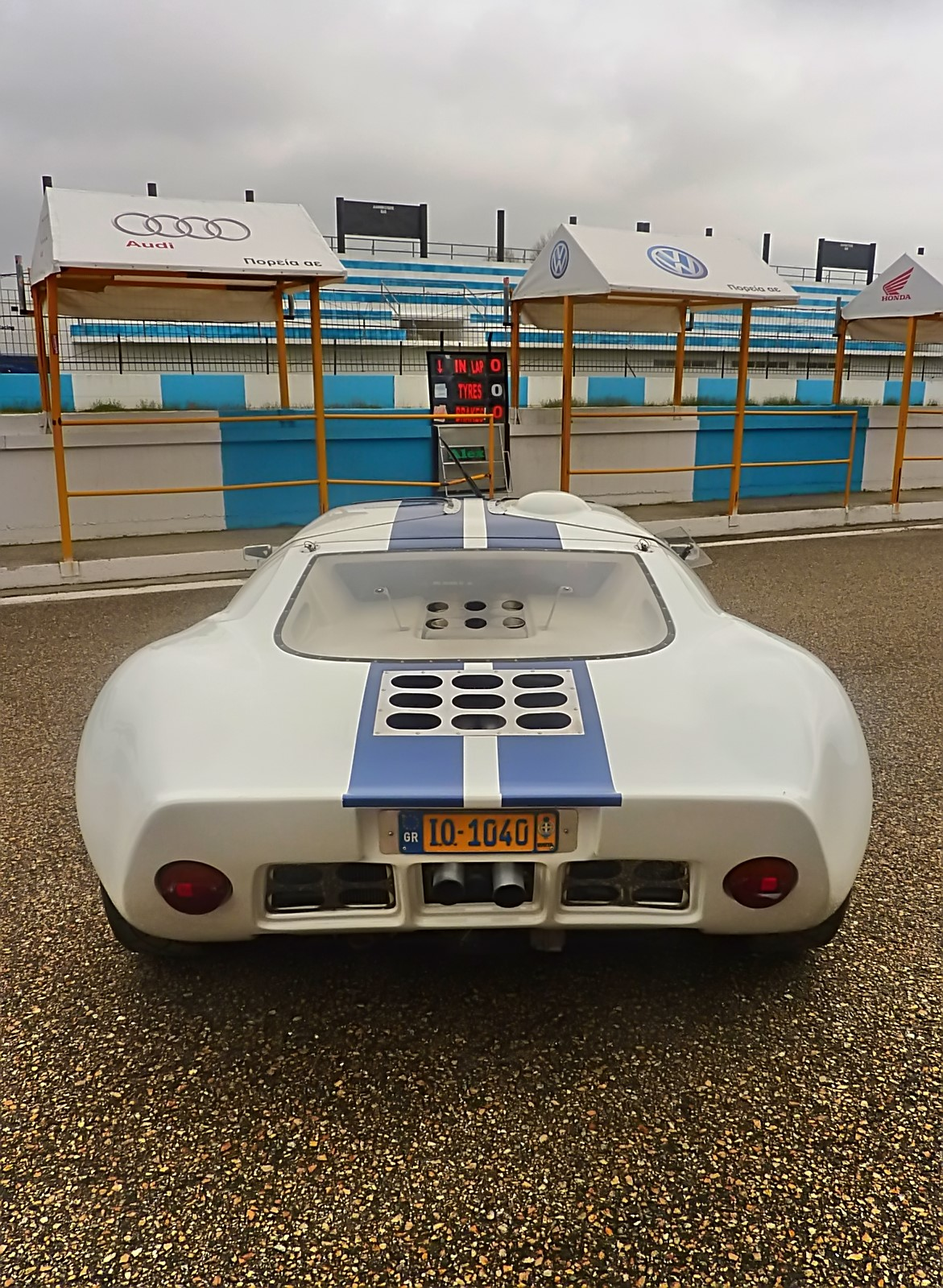 1967 Ford GT40 (29).jpg