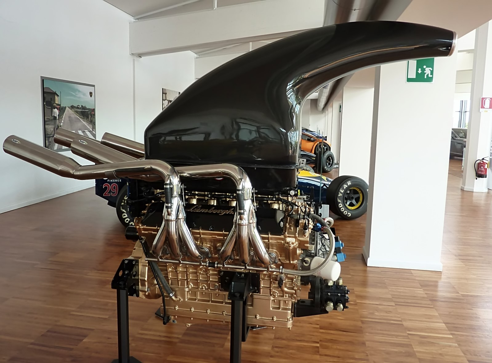 L804 V4 Powerboat Engine (1993)