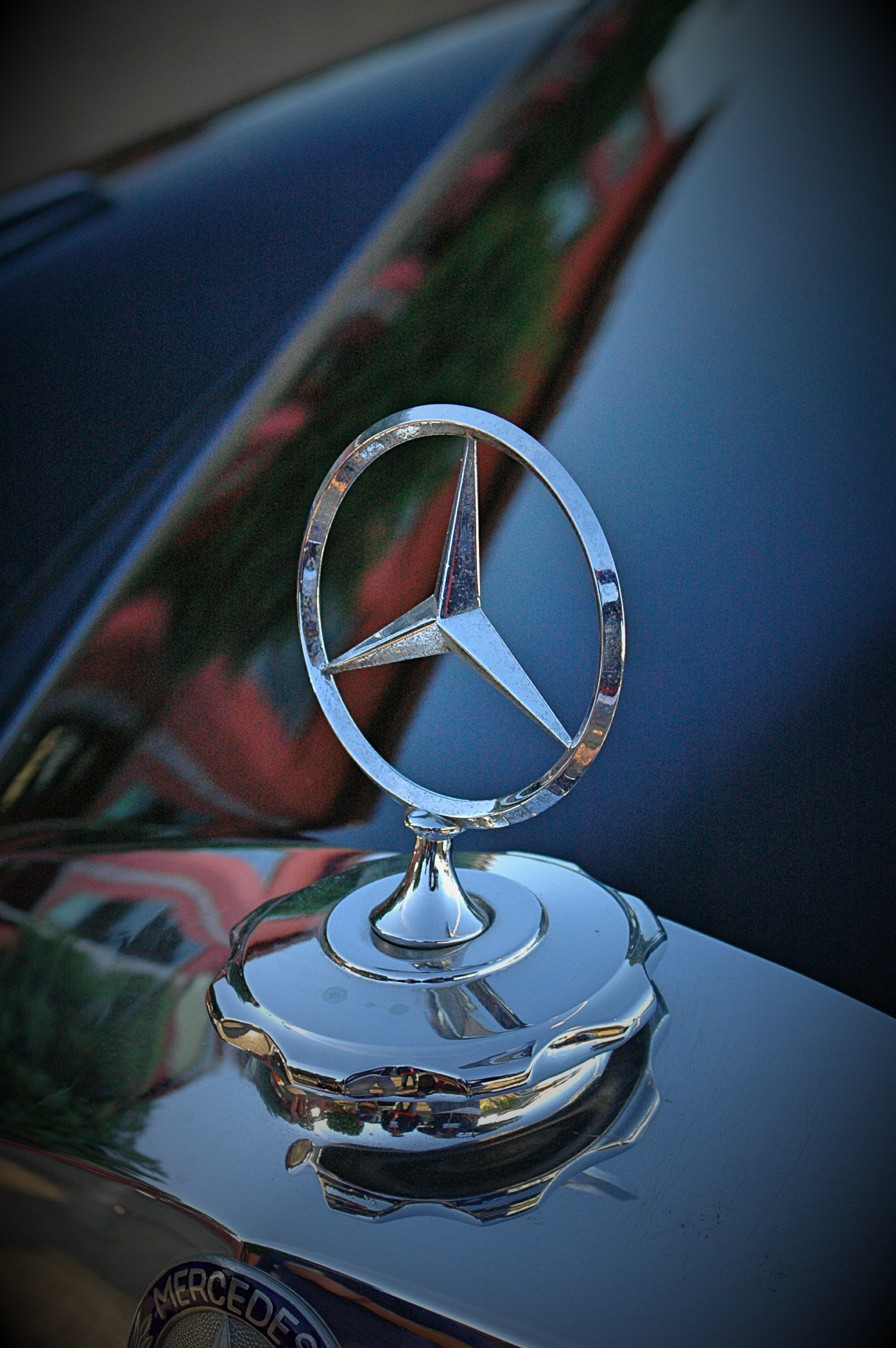 Mercedes Benz star emblem