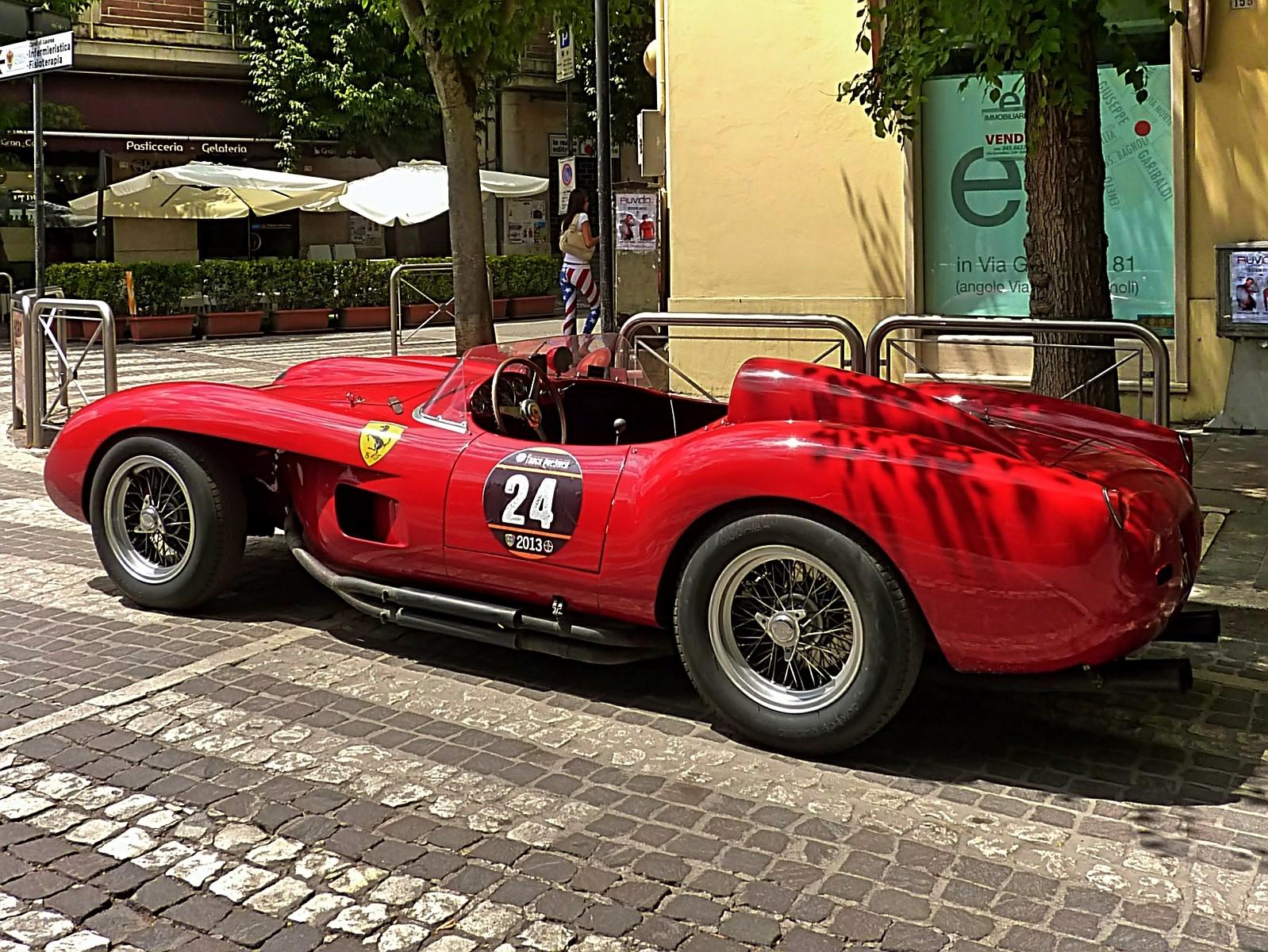 1959_Ferrari_250_TRFantuzzi_(7)