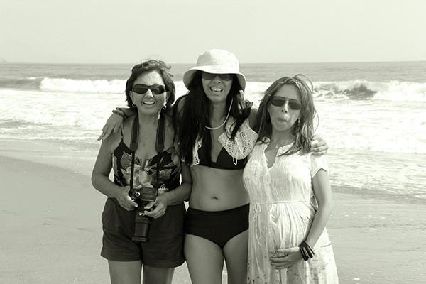 Lindo día de playa con mi amiga fotógrafa Rita Arnillas tomando fotos a nuestra embaraza en un día de Verano con mucha libertad y creatividad