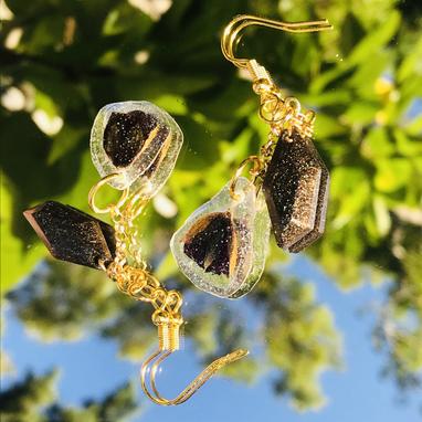Resin & flower earrings by Green Bird Gifts