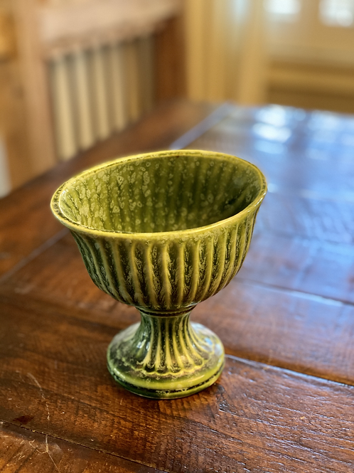 Vintage Hull Ribbed Footed Pottery