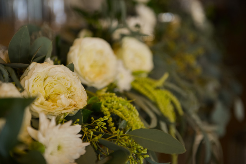 Close up of garland on sweetheart table