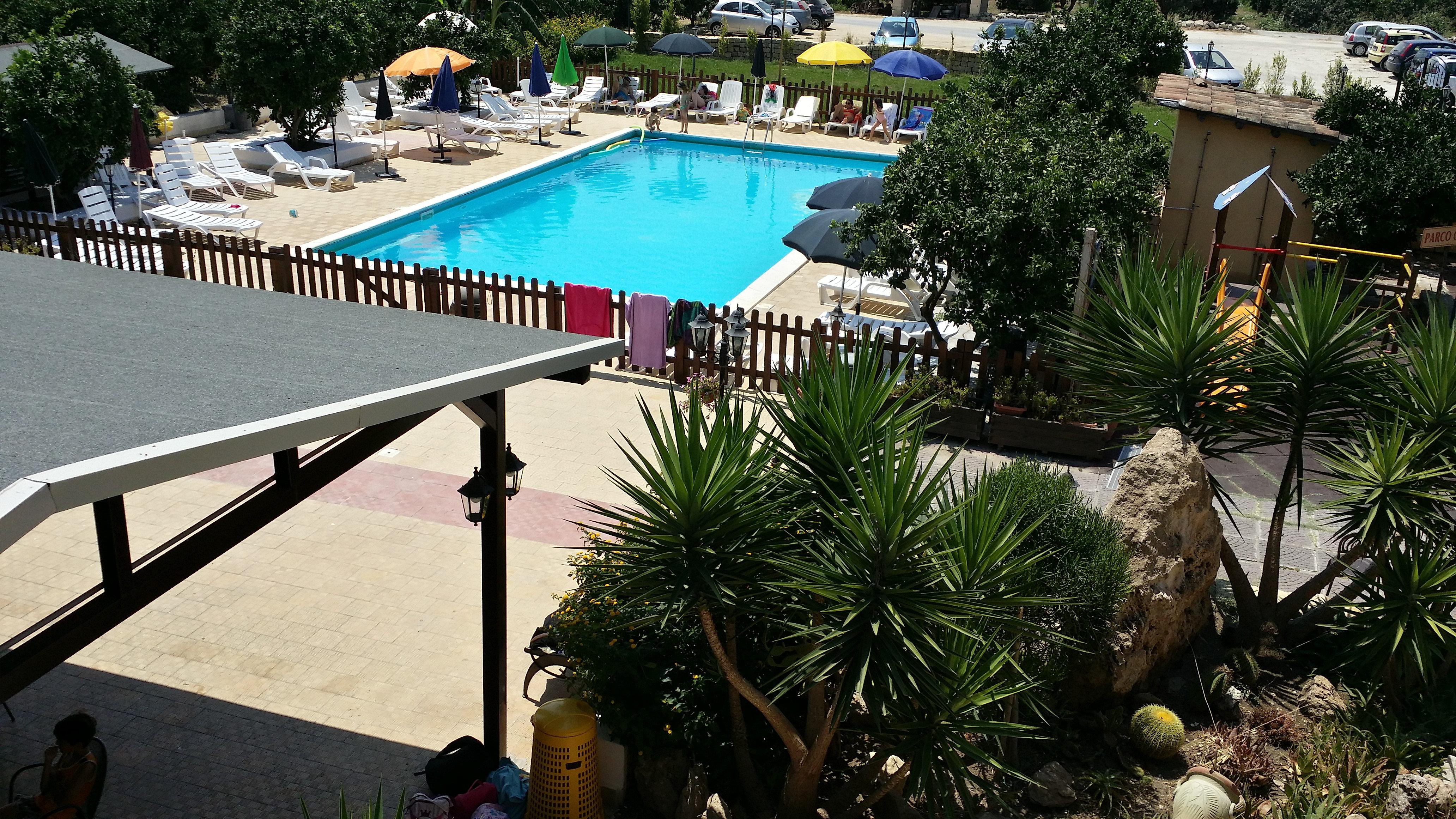 Agriturismo il giardino del sole carlentini siracusa sicilia piscina dall 39 alto - Agriturismo il giardino del sole ...