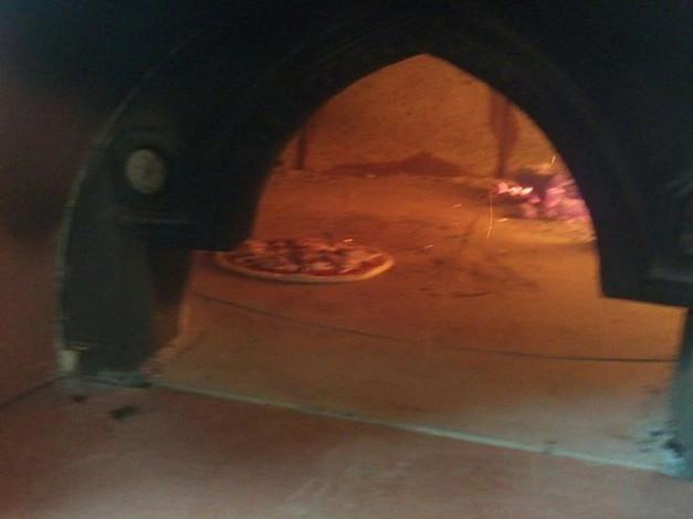 Pizza dentro il forno
