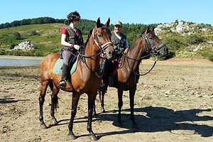 Marco e Ylenia a cavallo per un bella passeggiata in mezzo alla natura