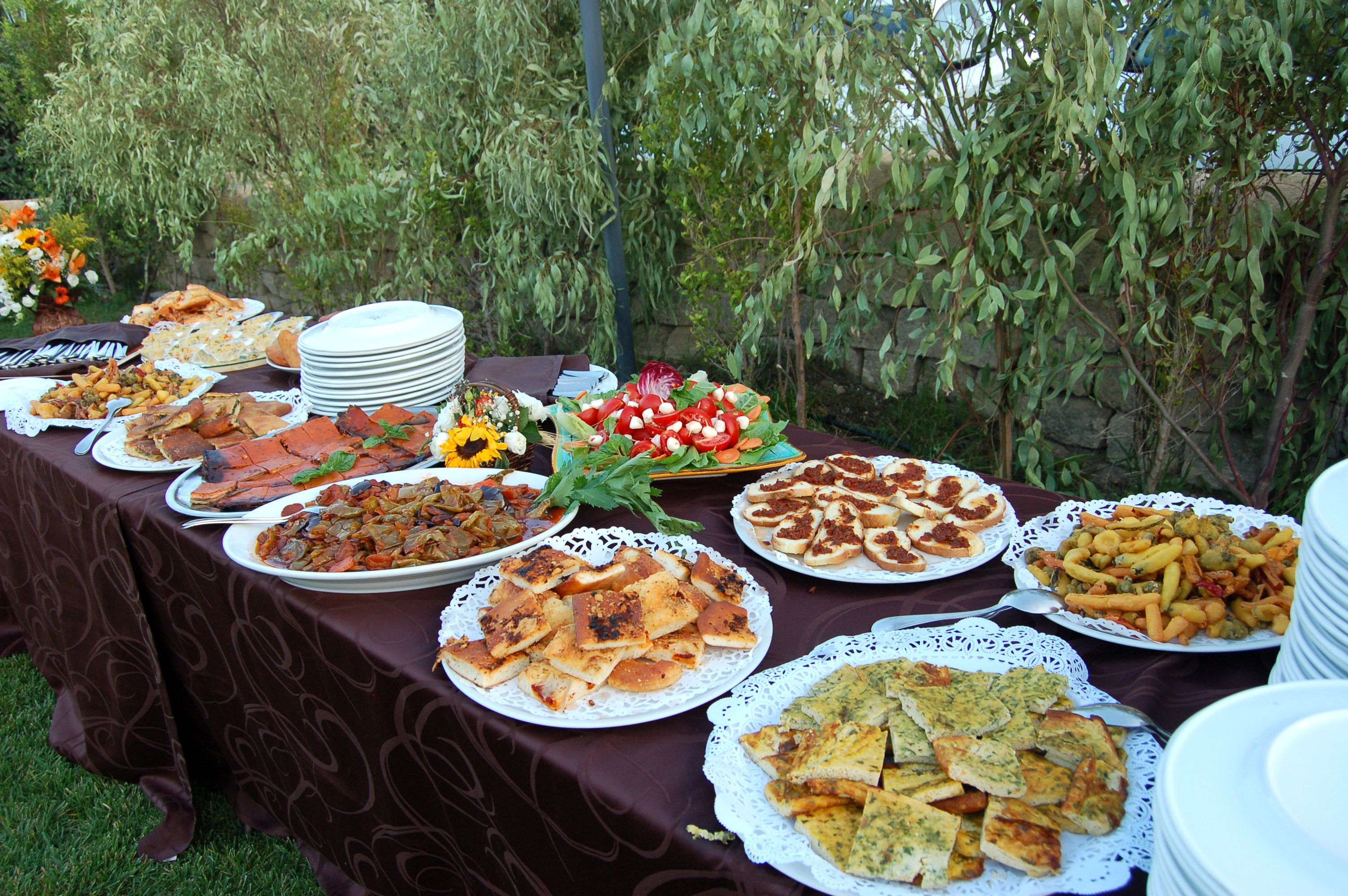 Buffet in the meadow