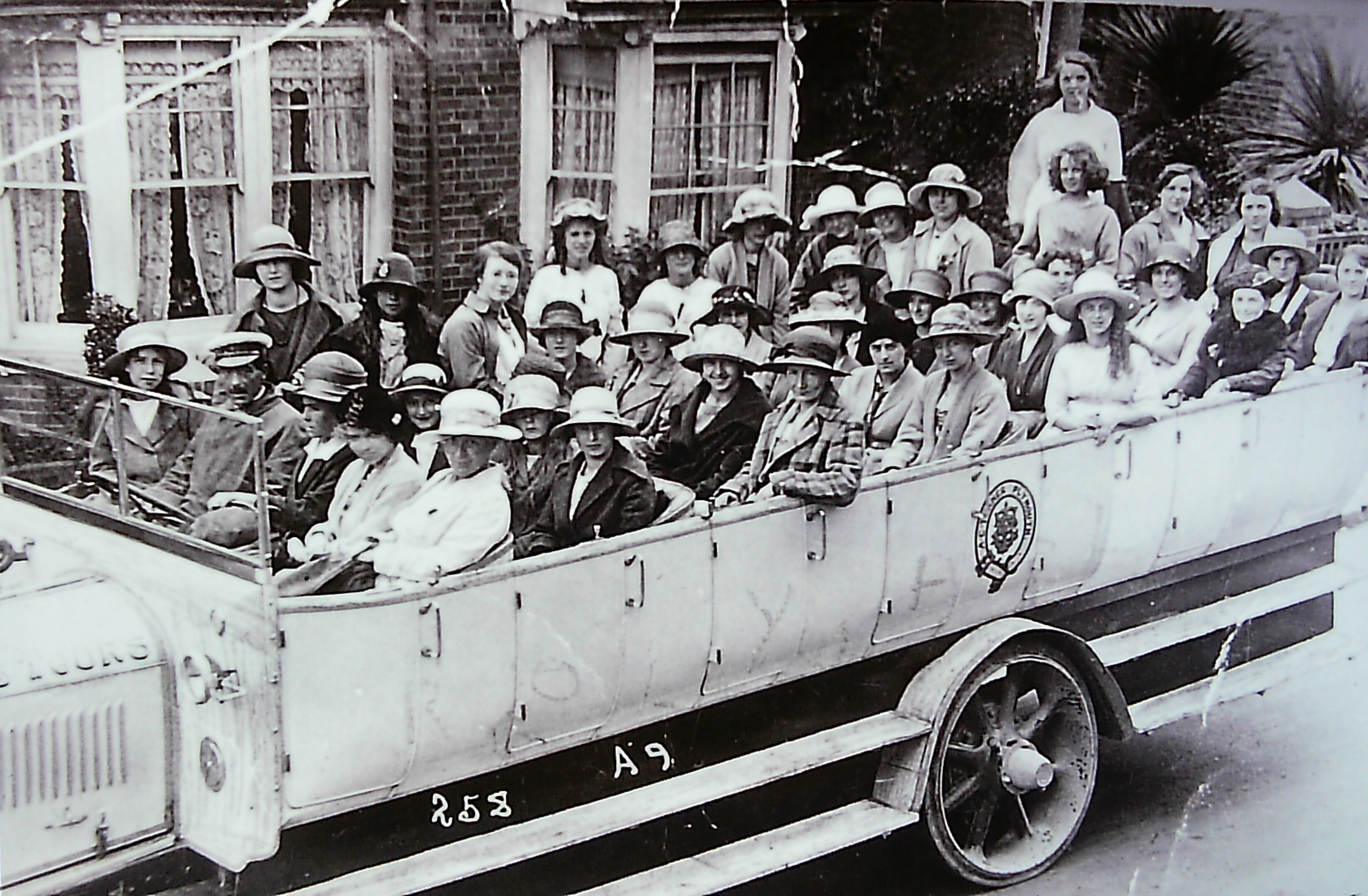 Charabanc outing - 1920s