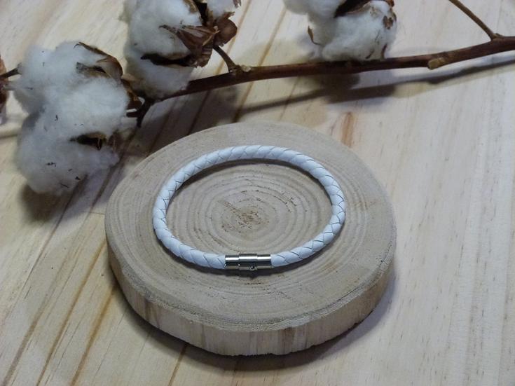 Bracelet  en cuir blanc tressé