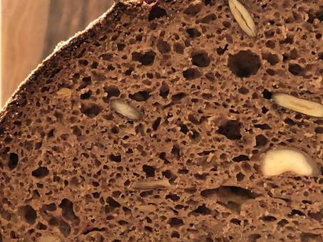 Tom Tausendsassa | glutenfreies Sauerteigbrot mit Haselnüssen, Saaten und Datteln