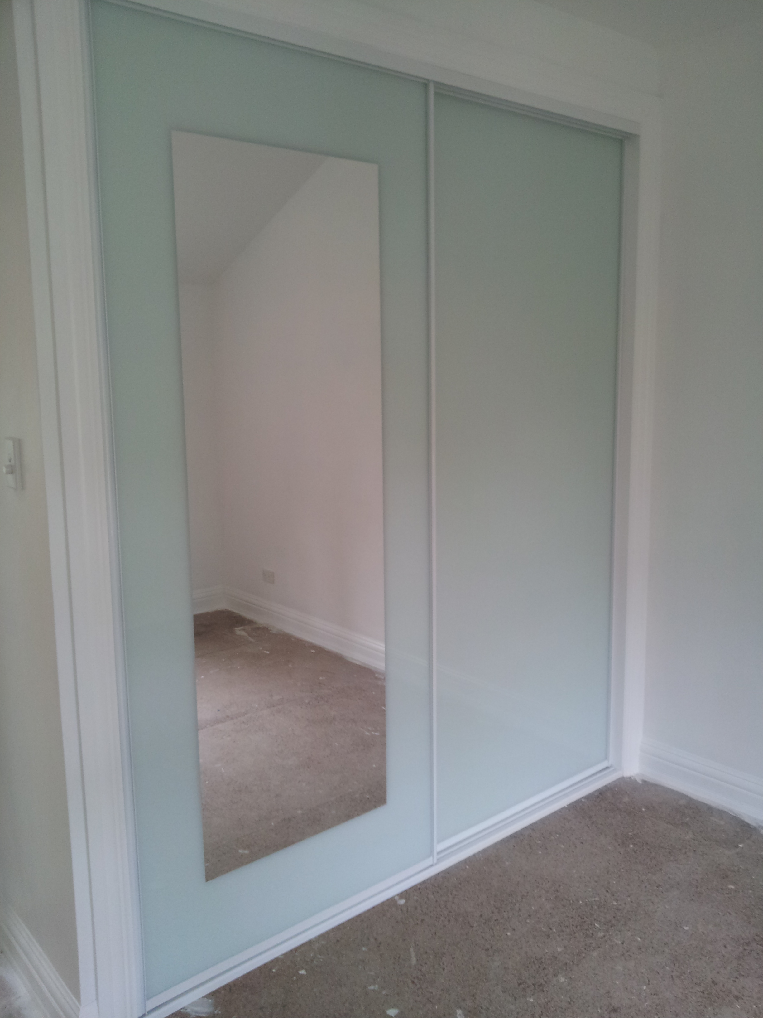 12 White Glass & Mirror Insert